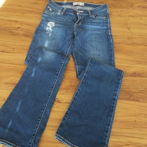 ABERCROMBIE KIDS In EUC STRAIGHT destroyed jeans